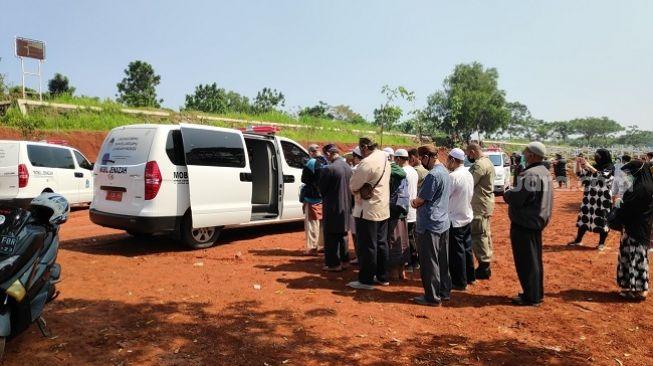 Jenazah Covid-19 Terus Berdatangan Di TPU Pondok Ranggon